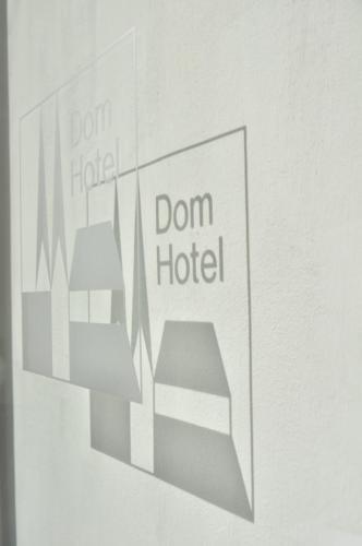 Dom Hotel Logo transparent